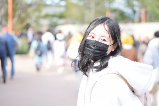 黒いマスクの画像