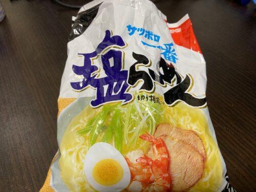 スープの粉と混ざった札幌一番の塩ラーメン
